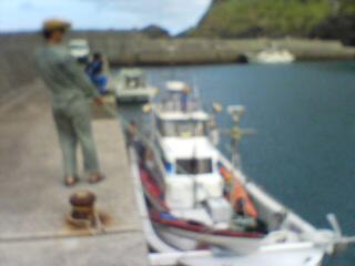 漁船で移動